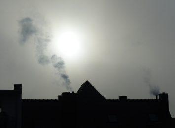 Chłodne wieczory sprawiły, że zaczynają się już problemy ze smogiem