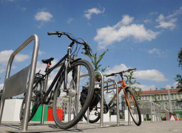 PKP stawia więcej stojaków rowerowych przy dworcach i stacjach w regionie