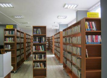 W bibliotece publicznej oraz w jej filiach sporo uczniów i studentów