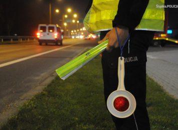 Policja apeluje o noszenie odblasków po zmroku