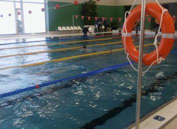 Nie potrafisz pływać? Żaden problem, nauczymy Cię - mówią pracownicy MOSiRu. Rusza jesienny kurs nauki pływania