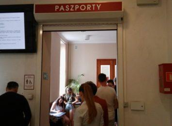 Prawdziwe oblężenie przeżywa Terenowa Delegatura Paszportowa Urzędu Wojewódzkiego w Częstochowie