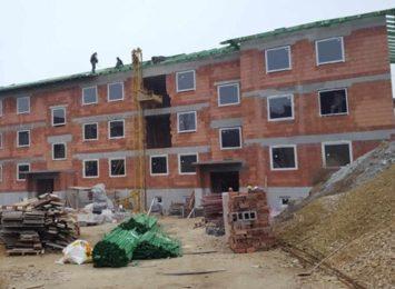 Budowany od lutego 2018 roku nowy blok komunalny jest niemal gotowy