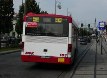 Autobusowa 11-tka i 31-ka w kierunku Parku Lisiniec z coraz większą liczbą pasażerów