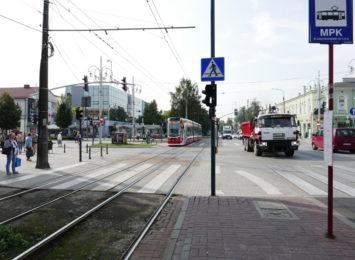 Policja przestrzega pieszych przed nieodpowiedzialnymi zachowaniami na drodze