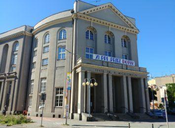 """Prapremiera """"Dziewiąty dzień księżycowy"""" wielkim hitem w Teatrze Mickiewicza"""