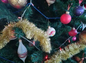 Mali pacjenci oddziałów dziecięcych w Częstochowie przygotowywali w tym roku ozdoby świąteczne