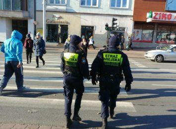 Młodzież z lekcjami zdalnymi, zatem patrole sprawdzą czy uczniowie nie gromadzą się w mieście