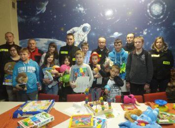 Strażacy OSP Olsztyn charytatywnie dla dzieci w szpitalu