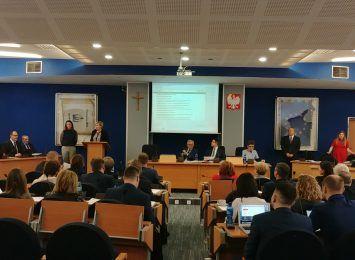 Ważne tematy na czwartkowej Radzie Miasta: drogowe, oświatowe i finansowe