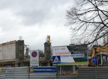 Szybkie tempo pracy przy budowie  Parku Wodnego przy ulicy Dekabrystów