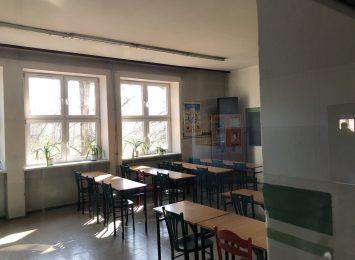 Mimo zaleceń Ministra Edukacji nie wszyscy uczniowie klas 1-3 z naszego miasta wrócili do szkolnych ławek