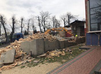 Znika budynek starego Kościoła znajdujący się tuż przy skrzyżowaniu ulic Ludowej i Kisielewskiego [WIDEO]