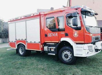 Nowy wóz gaśniczy z okazji Dnia Strażaka otrzymali pożarnicy ochotnicy z gminy Łazy