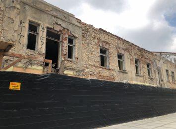 Powstająca w III Alei na jednej z reprezentacyjnych działek w mieście, galeria budzi kontrowersje