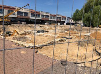 Na Starym Rynku widać odkopane fragmenty zabudowań sprzed wieków