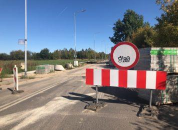 Fragment ulicy Łódzkiej będzie jak nowy! Widać już pierwsze efekty prac drogowców