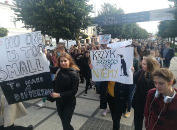 Klimatyczny protest młodzieży miał miejsce również w Częstochowie [WIDEO]