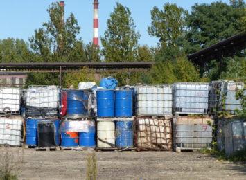 Uwaga, groźne chemikalia porzucone w rejonie ul. Hantkego na Zawodziu [FOTO][WIDEO]