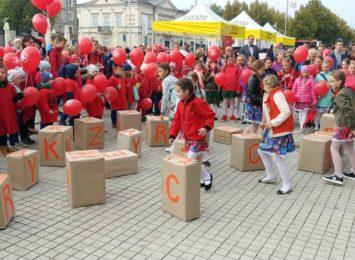 Hucznie i kolorowo na 100-lecie Polskiego Czerwonego Krzyża
