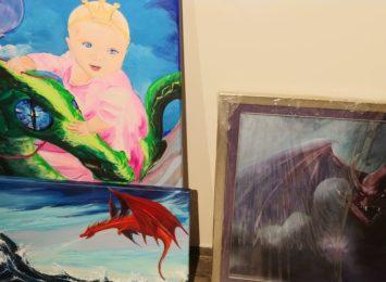 """Ponad 150 """"smoczych portretów"""" trafi na wystawę do Miejskiej Galerii Sztuki"""