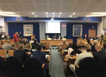 Po nadzwyczajnej sesji Rady Miasta. Znowu bez konkretów w podejmowanych tematach