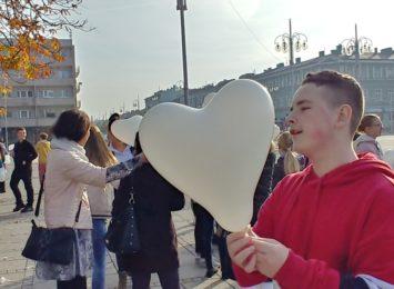 Kampania Białych Serc przyciągnęła uczniów na Plac Biegańskiego