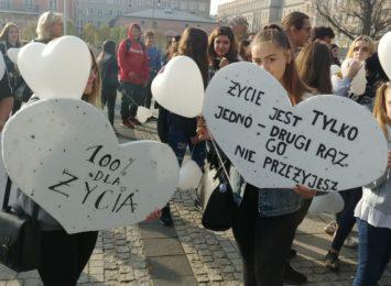 """Kampania """"Białych Serc"""" podsumowana. Pomoc potrzebna młodym!"""