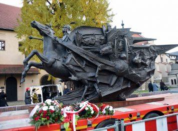 Uroczystość pod pomnikiem króla Jana III Sobieskiego w niedzielę (15.12.)
