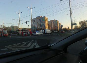 Utrudnienia na skrzyżowaniu alei Jana Pawła II z aleją AK!