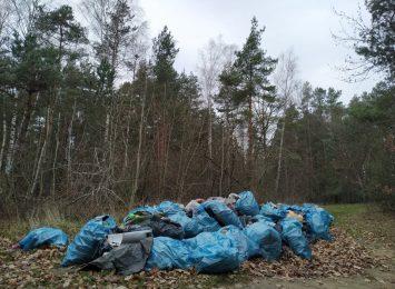 Dwa miesiące temu sprzątali Jurę. Zgromadzonych odpadów do tej pory nie udało się usunąć