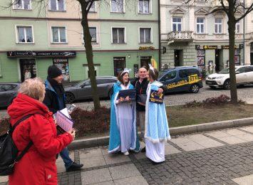 Śnieżynki Radia Jura odwiedziły w środę (18.12.) Aleję Gwiazdkową! [WIDEO]