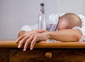 Alkohol jeszcze groźniejszy bo sięgają po niego coraz częściej młodzi ludzie