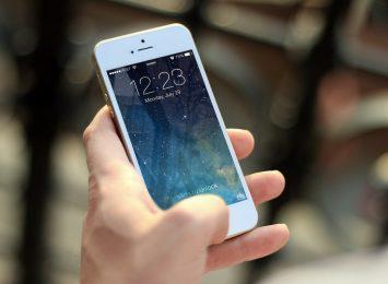 """Aplikacja mobilna """"Alarm112"""" uruchomiona przez MSWiA"""