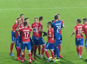 Szczęście po stronie Rakowa, 2:0 z Wartą Poznań i przed spotkaniem ze Śląskiem, być może wreszcie u siebie