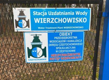 Na obszarze ok. 1500 metrów kwadratowych w gminie Mykanów zalegają na nielegalnym składowisku chemiczne substancje. Czy chemikalia nie zagrażają wodom gruntowym?