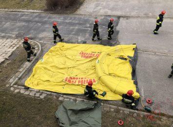 Częstochowska straż pożarna udostępniła namioty, które stanowić mają przyszpitalne polowe izby przyjęć