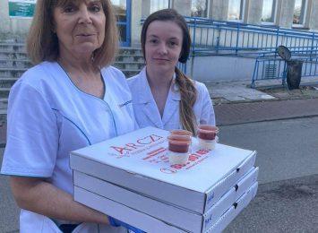 Restauratorzy w geście solidarności - oferują darmowe posiłki służbie zdrowia