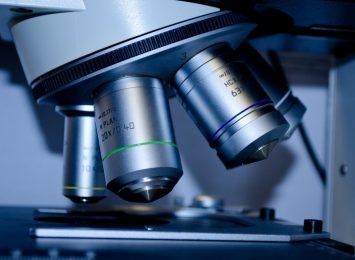 Więcej laboratoriów i badań próbek by wykryć koronawirusa
