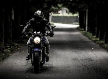 Ruszył sezon motocyklowy. Policja apeluje o rozwagę do kierowców samochodów oraz motocyklistów