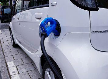 Miasto konsultuje dłużej lokalizacje stacji ładowania samochodów elektrycznych