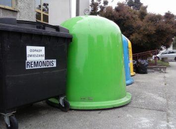Puste ulice, mniej emisji, ale więcej odpadów