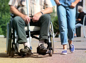 Osoby z niepełnosprawnością będą mogły skorzystać ze wsparcia osobistego asystenta