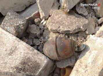 Policjanci z Lublińca zabezpieczali miejsce znalezienia niebezpiecznych przedmiotów