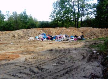 Pozbywali się odpadów budowlanych wysypując je na terenie Złotej Góry. Wpadli na gorącym uczynku !