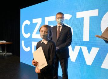 Prezydent Krzysztof Matyjaszczyk nagrodził zdolnych uczniów z naszego miasta