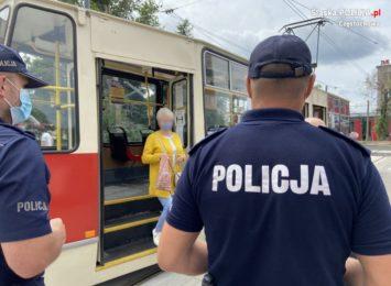 Policja kontrolowała komunikację miejską i obowiązek noszenia środków ochronnych