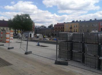 O kilka miesięcy przedłuży się przebudowa płyty Starego Rynku w Częstochowie