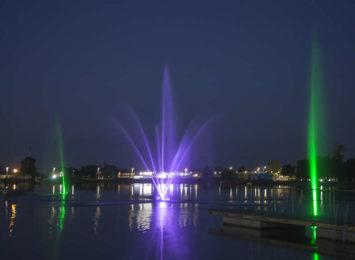 Blachownia pięknieje. Na zalewie pojawiła się podświetlana fontanna!