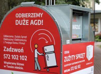 Czerwony pojemnik na elektrośmieci stoi w Twojej okolicy? Sprawdź, co możesz do niego wyrzucić